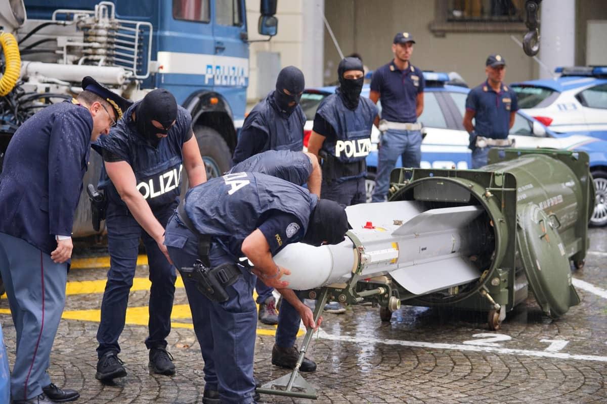 Poliisit ja ohjus