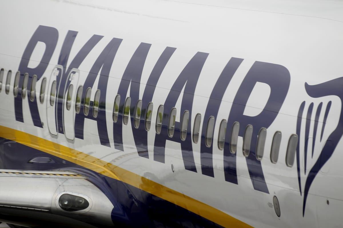 Ryanairin kone kuvattuna maaliskuussa Latvian Riiassa. (Kuvituskuva)