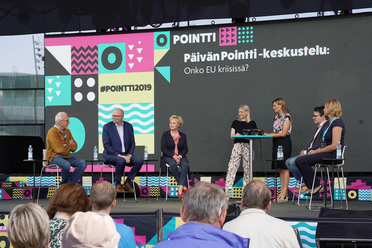 Europarlamentaarikot vastasivat Pointti-tapahtuman keskustelussa miten Suomen pitäisi reagoida Unkarin kritiikkiin.