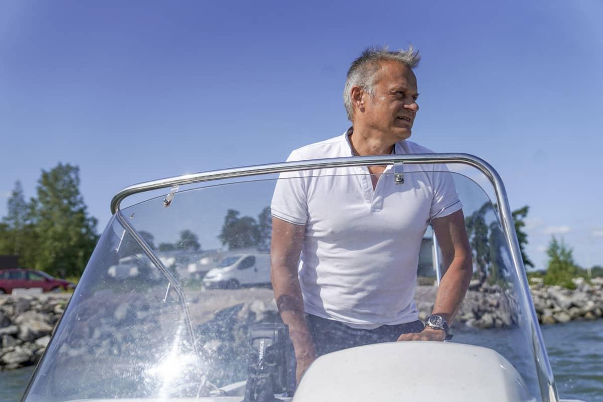Markku Wilenius ajaa vapaa-ajallaan saareen. Tulevaisuuden tutkija jättää kaupungin vilinän ja lähtee perusasioiden äärelle heti kun jäät lähtevät.