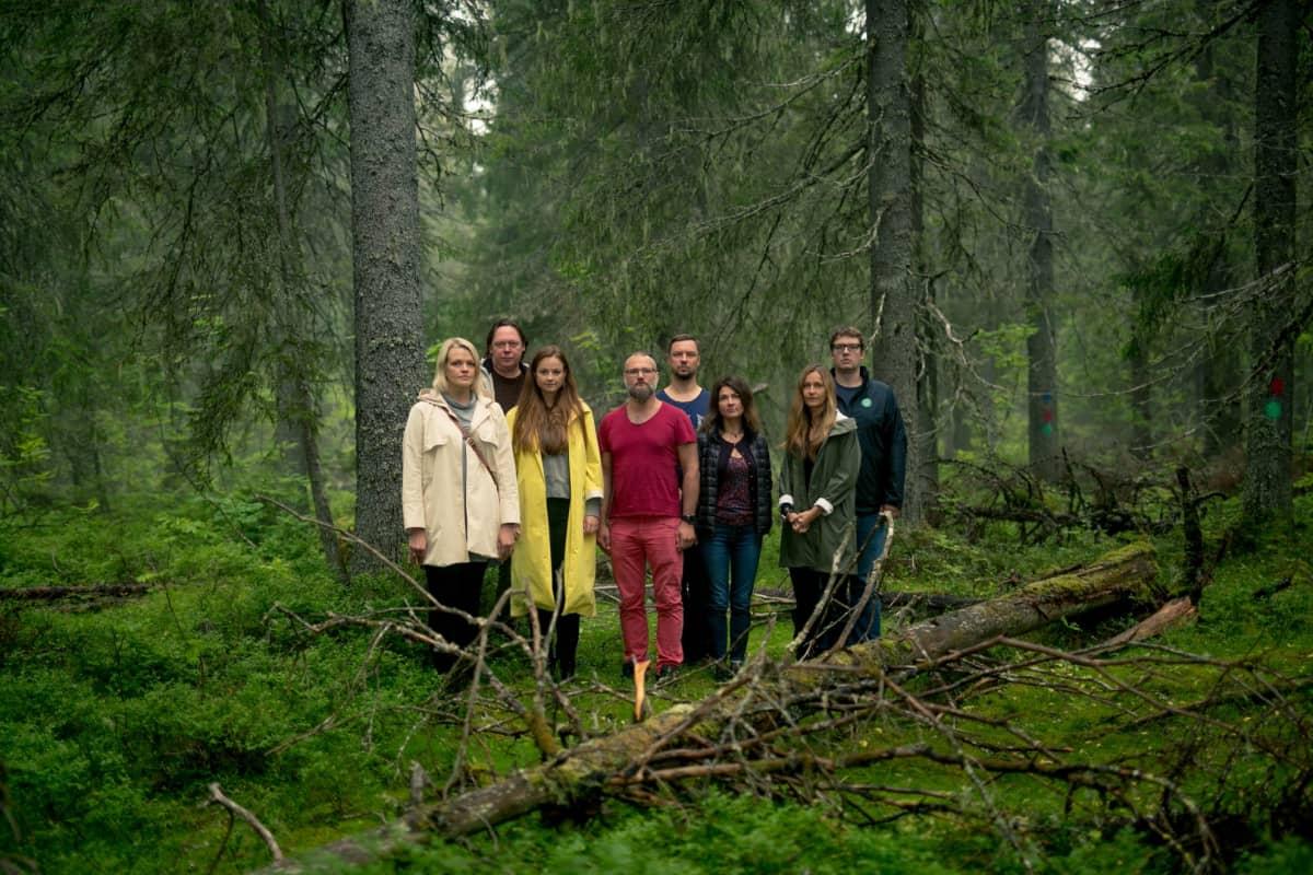 Puuoopperan kuoro metsän keskellä