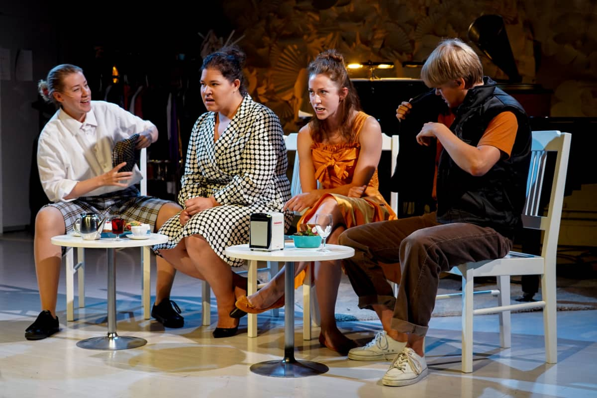 Heidi Kiviharju, Elisabet Petsalo, Anna Stenberg, Katariina Lantto, I Love You, You're Perfect, Now Change, Teatterikorkeakoulu