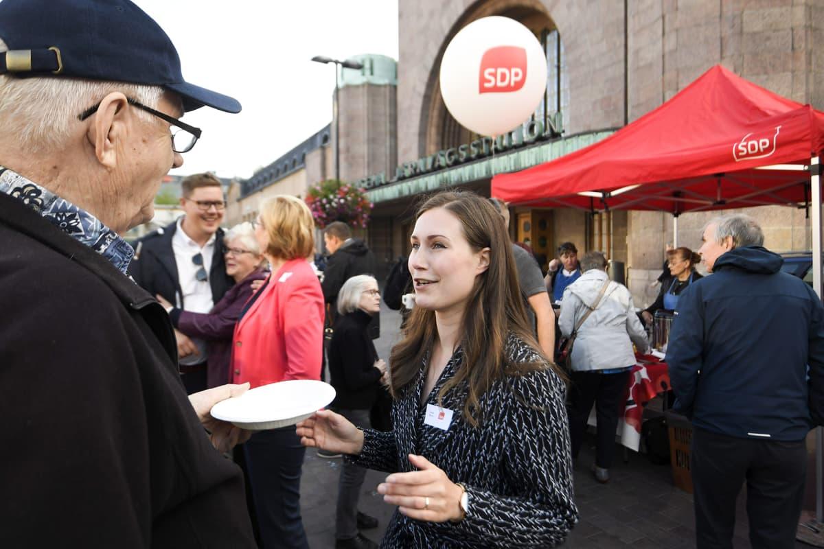 Liikenne- ja viestintäministeri Sanna Marin SDP:n eduskuntaryhmän kansalaistapaamisessa Helsingissä varhain aamulla
