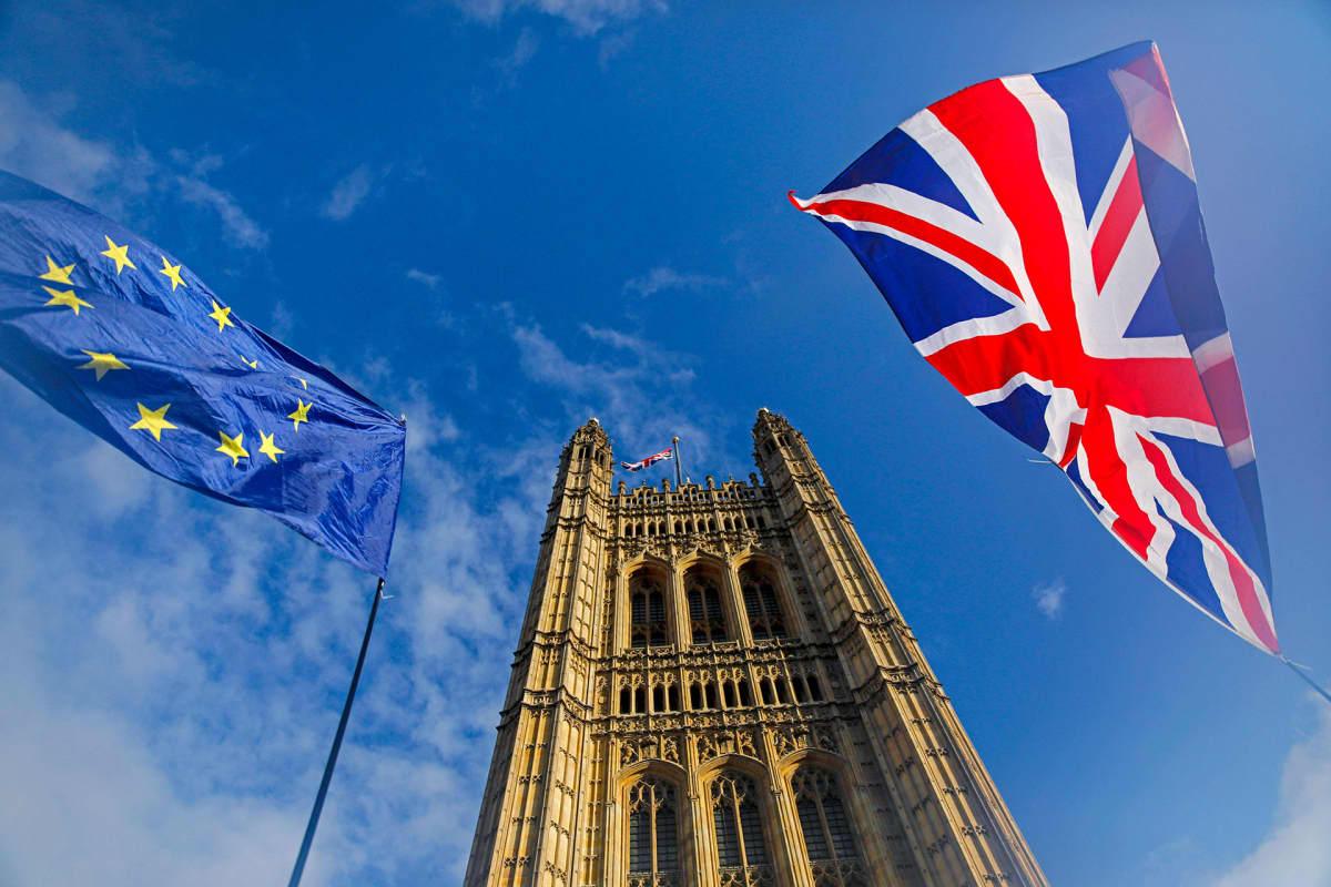 Tänään on brexitin kohtalonpäivä. Parlamentin äänestyksestä odotetaan tiukkaa.