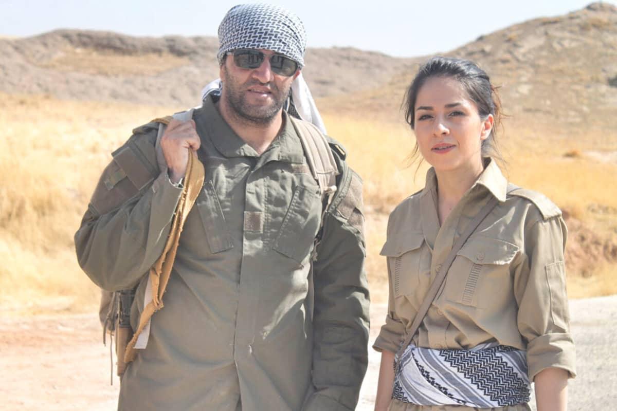 Razabi ja Samadi Irakissa. He ovat Peshmerga-asuissa