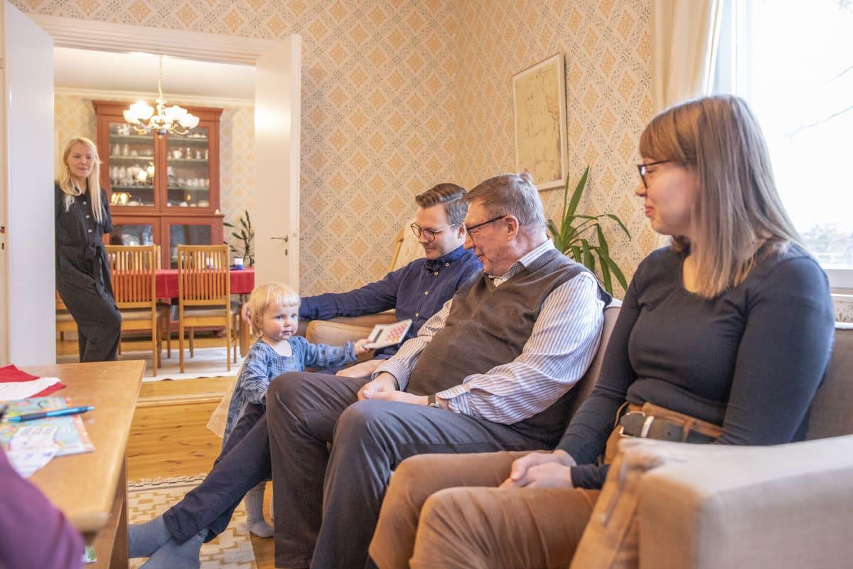 Laanisten perhettä Nurmeksessa