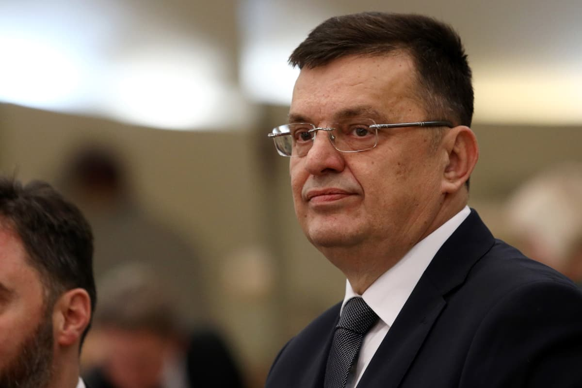 Bosnia-Hertsegovinan uusi pääministeri Zoran Tegeltija parlamentin istunnossa Sarajevossa 5. joulukuuta.