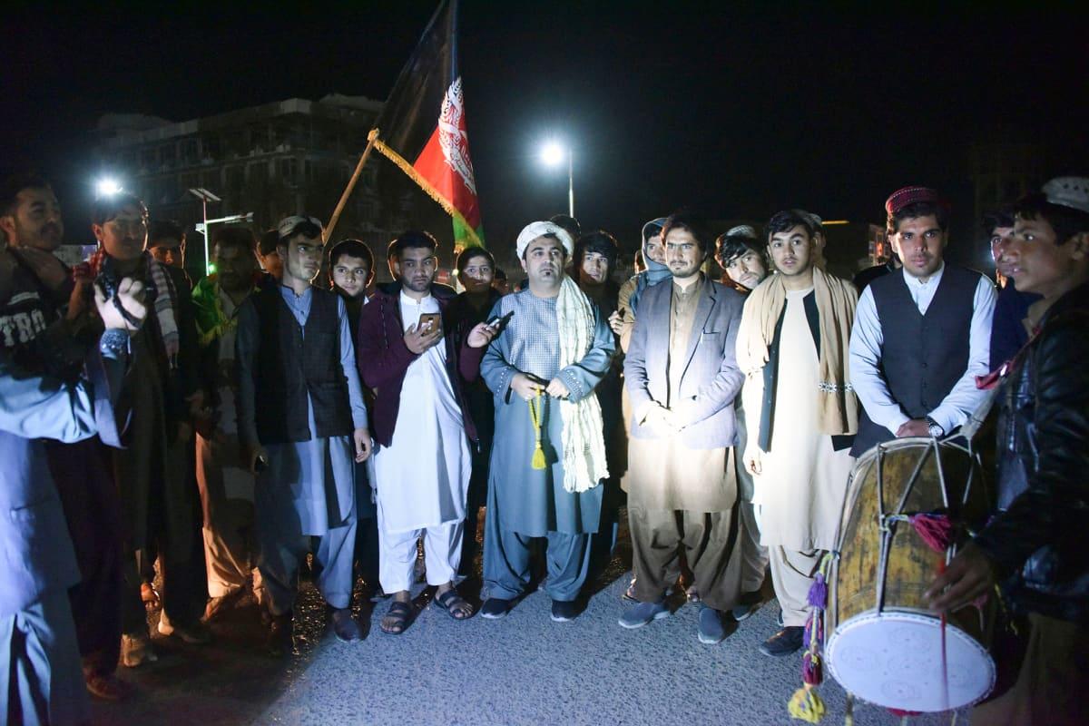 Rauhan aktivistit kerääntyneenä juhlimaan.