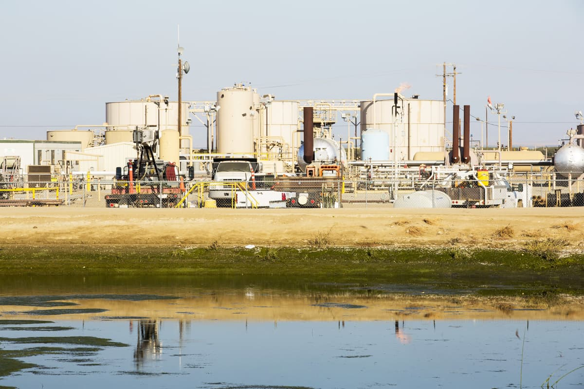 Liuskeöljykenttä Wascossa Kaliforniassa.
