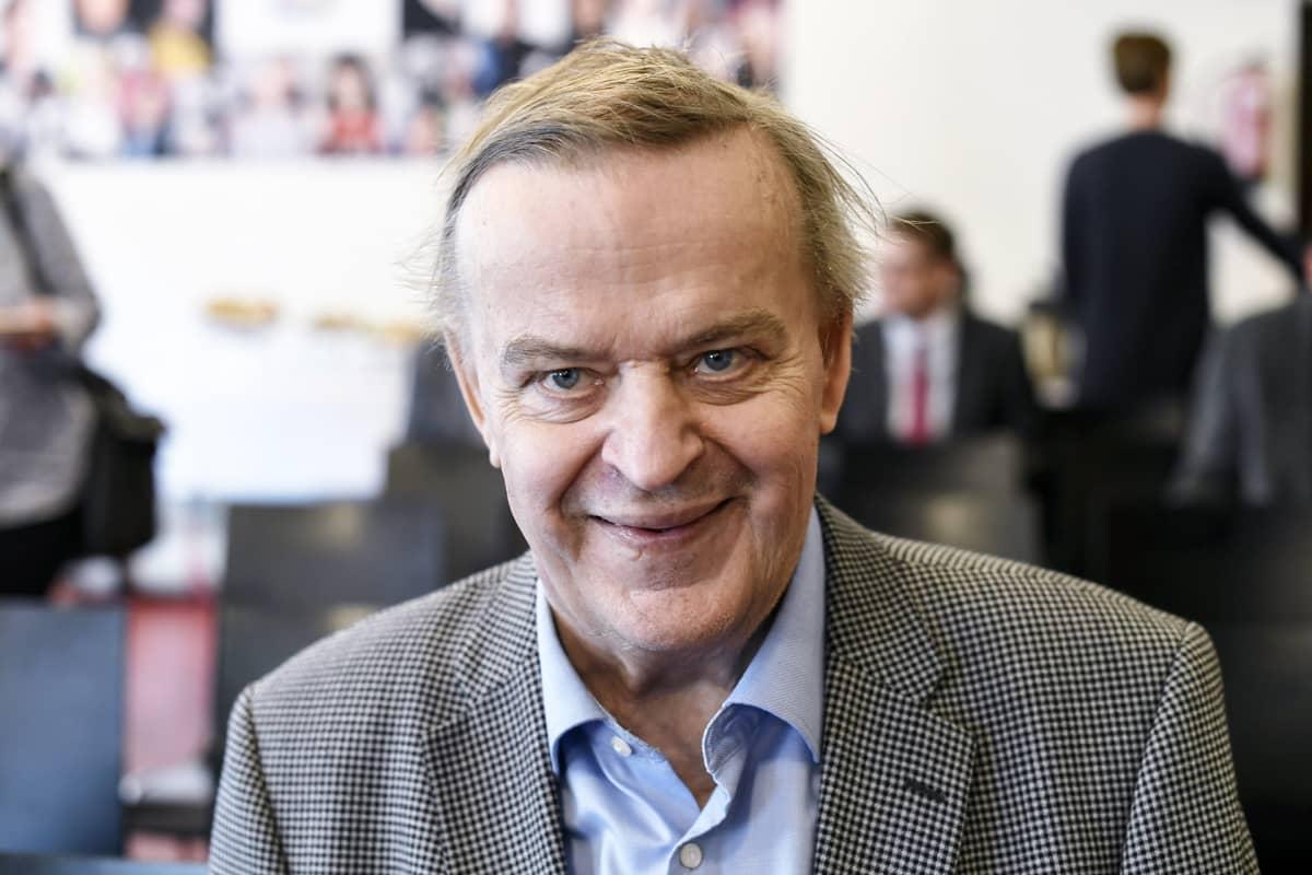 Entinen valtiovarainministeriön valtiosihteeri Raimo Sailas oli kokoomuksen kansanedustaja Elina Lepomäen Vapauden voitto -kirjan julkistamistilaisuudessa Helsingissä 26. huhtikuuta 2018.
