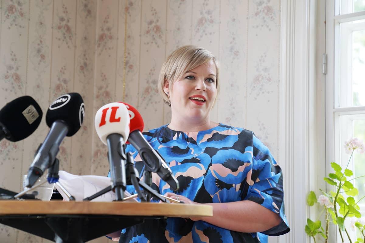 """Annika Saarikko perusteli torstaina puheenjohtajakisaan lähtöään: """"En halua olla ihminen, joka jää nurkkapöytään jupisemaan."""""""