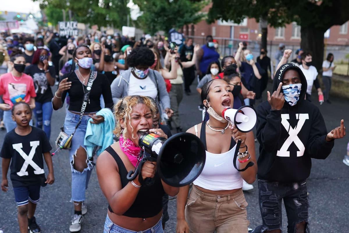 Rasismia ja poliisiväkivaltaa vastustanut mielenosoitus Portlandissa 20.elokuuta.