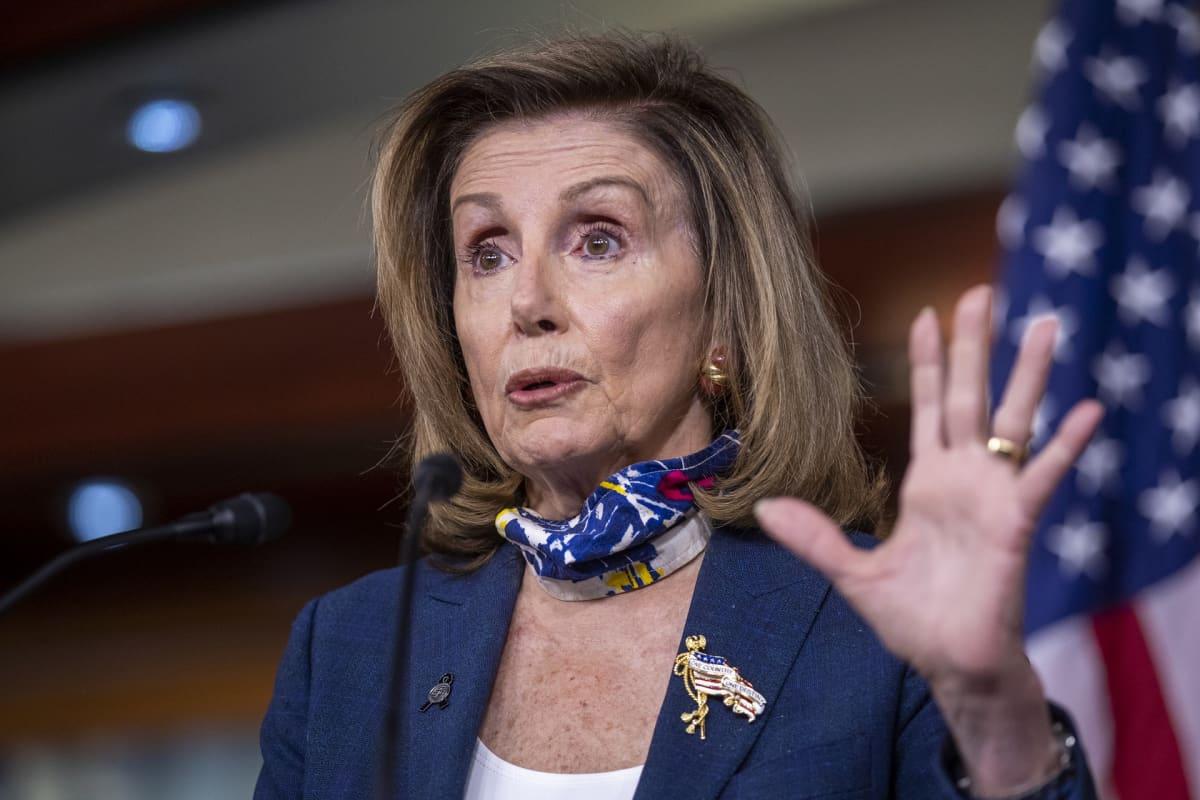 Kuvassa on Nancy Pelosi.