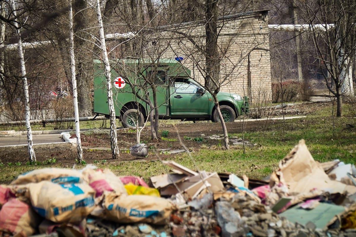 Avdijivkan sairaalassa Itä-Ukrainassa on eri osastot sotilaille ja siviileille.