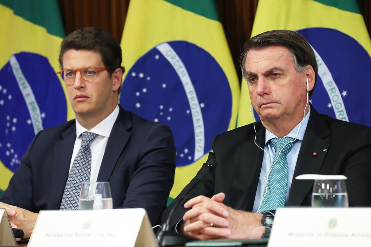 Brasilian ympäristöministeri Ricardo Salles ja presidentti Jair Bolsonaro Yhdysvaltain presidentin Joe Bidenin järjestämässä etähuippukokouksessa torstaina 22. huhtikuuta.