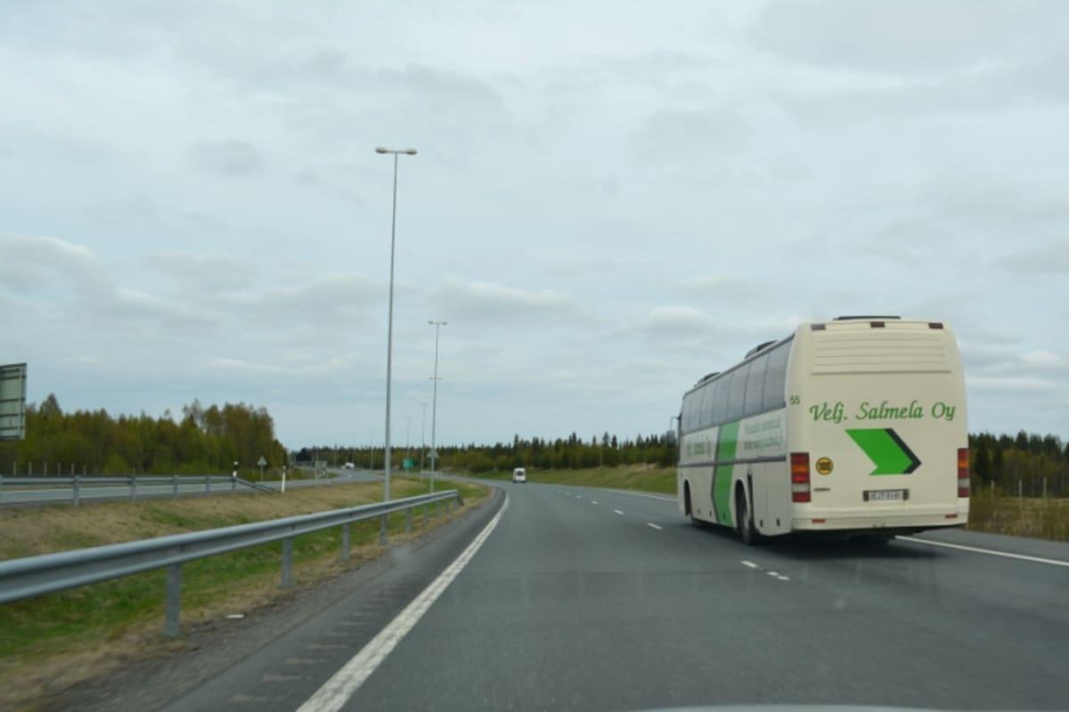 linja-auto, moottoritie, Veljekset Salmela