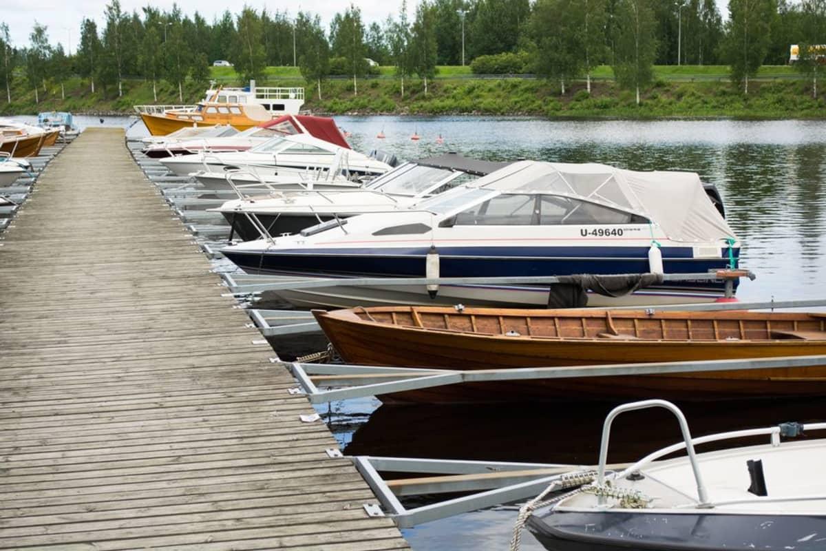 Veneitä venesatamassa