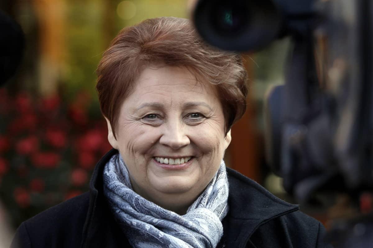 Latvian pääministeri Laimdota Straujuma (Yhtenäisyyspuolue) Riiassa, Latviassa 4. lokakuuta 2014.