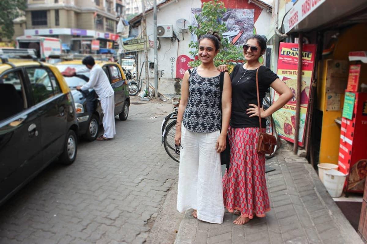 Tanya ja Sunanda pitävät pitkistä hameista ja housuhameista.