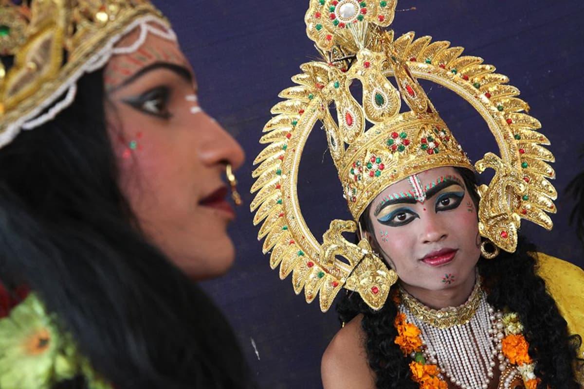 Esiintyjä oli pukeutunut Ram-jumalaa esittävään asuun Delhissä huhtikuussa 2011.