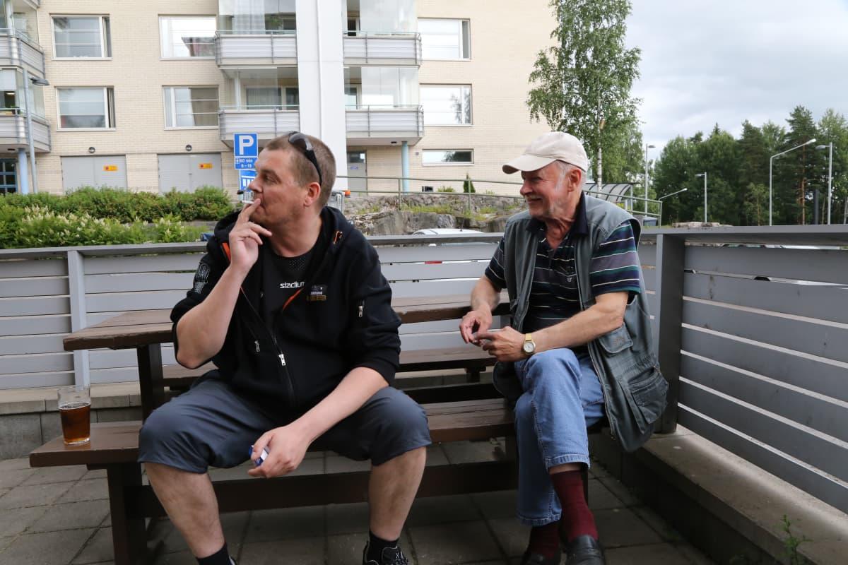 Pääty pub -baarin kesäterassi Jakomäessä.