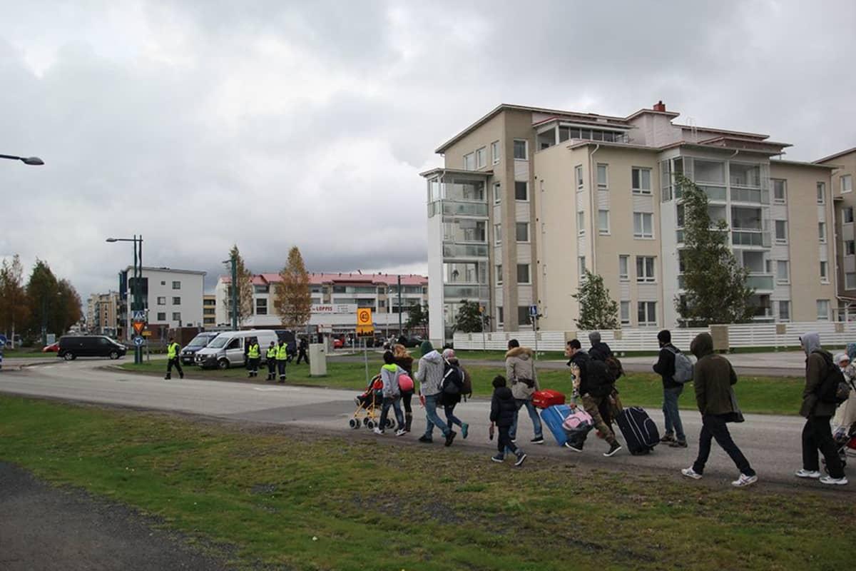 Turvapaikanhakijoita Torniossa 24. syyskuuta 2015.