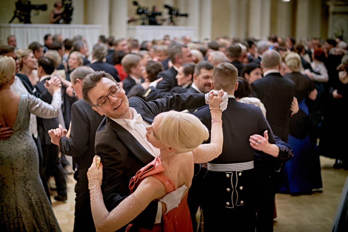 tanssia linnanjuhlissa