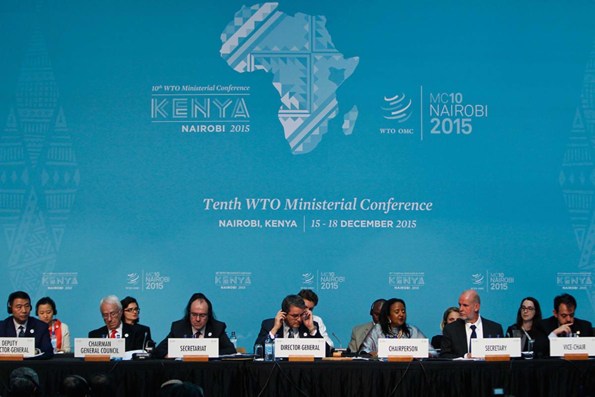 Maailman kauppajärjestön (WTO) pääjohtaja Roberto Azevedo on keskellä kuvaa.