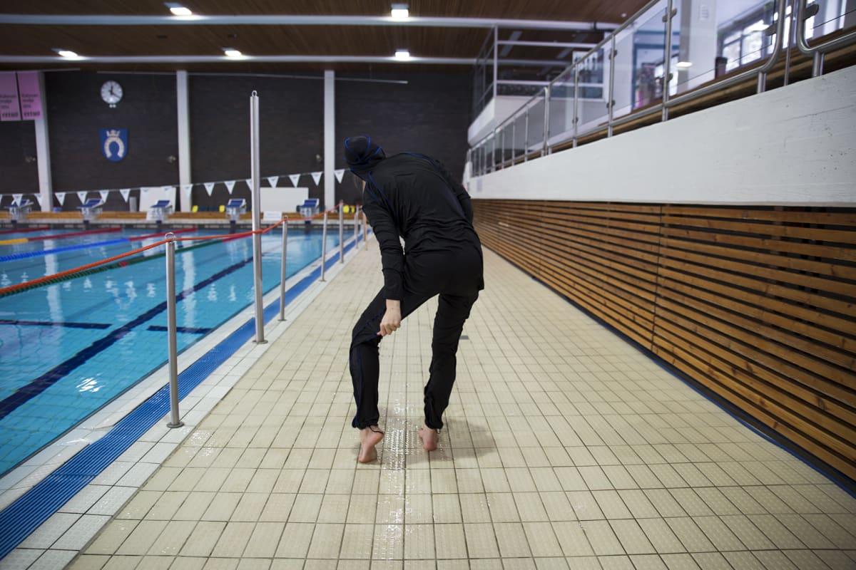 Musliminaisen uimapuku burkini