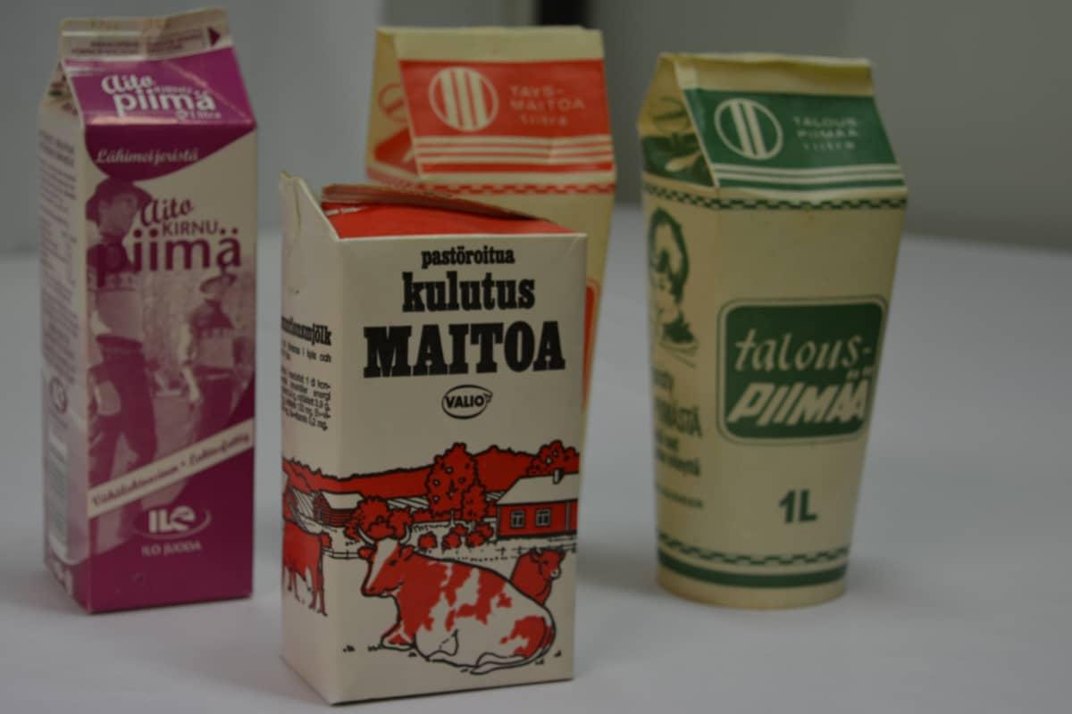 Vanhoja maito- ja piimatölkkejä Etelä-Pohjanmaan maakuntamuseon kokoelmista.