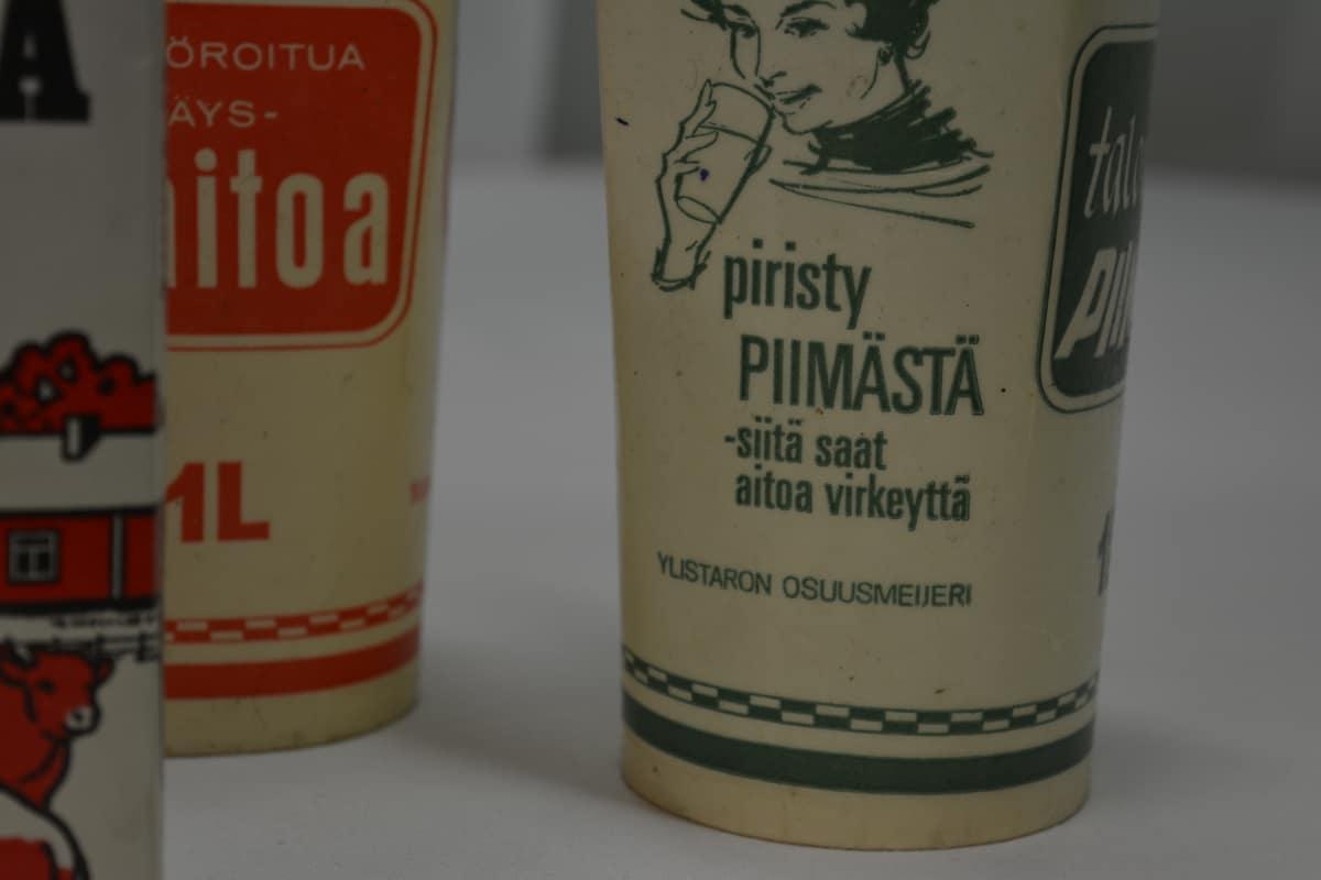 Ylistaron osuusmeijerin piimätölkki Etelä-Pohjanmaan maakuntamuseon kokoelmissa.