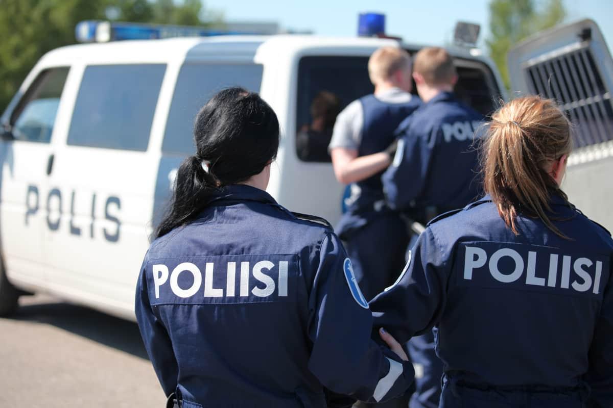 Poliisikoulun kuntotesti: penkkipunnerrus