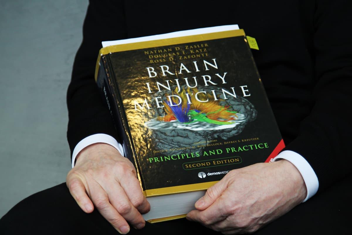 Aivovammojen diagnosoinnissa käytetään apuna tätä kirjaa.