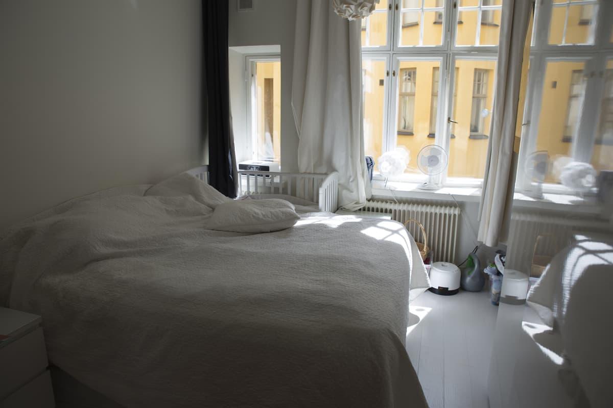 Kerrostaloasunnon makuuhuone