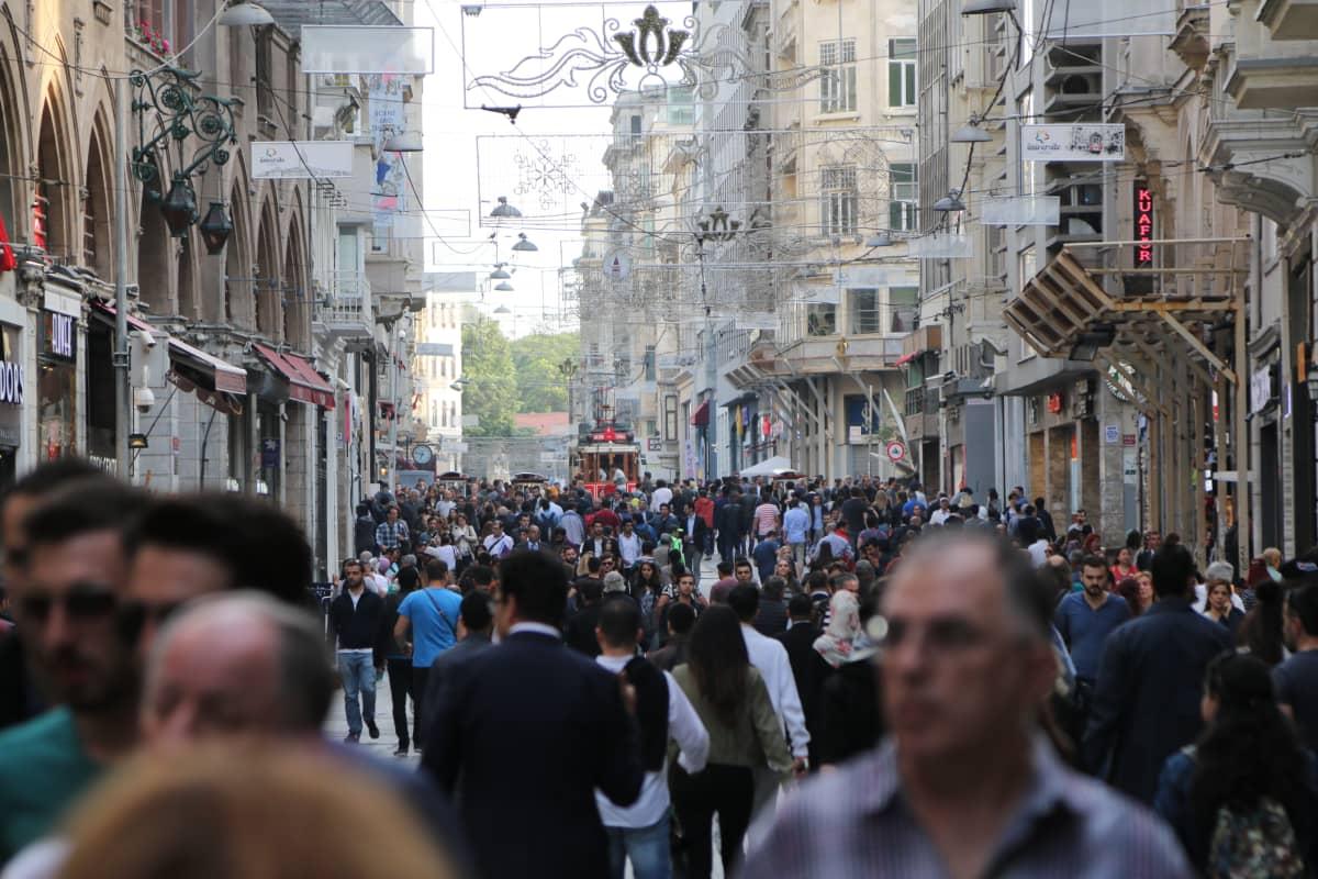 väkeä kaduilla