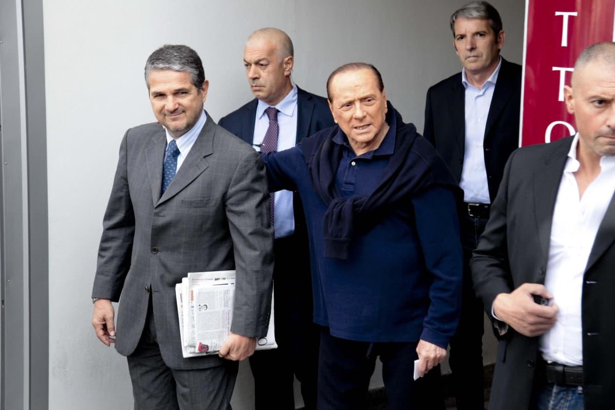 Berlusconi ja neljä muuta miestä