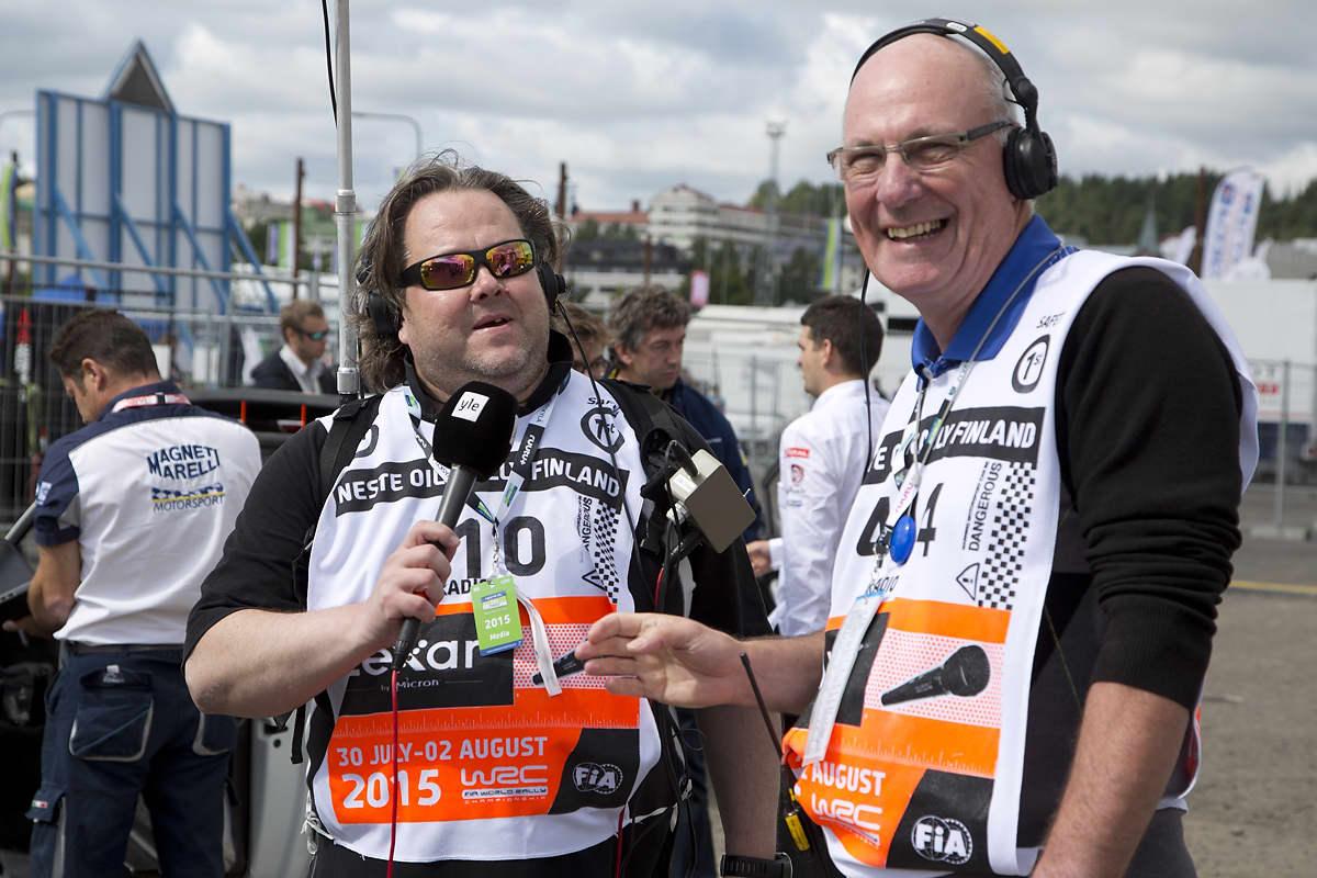 Jussi Lindroos ja Tony Melville Paviljongin huoltoparkissa 2015 rallissa.