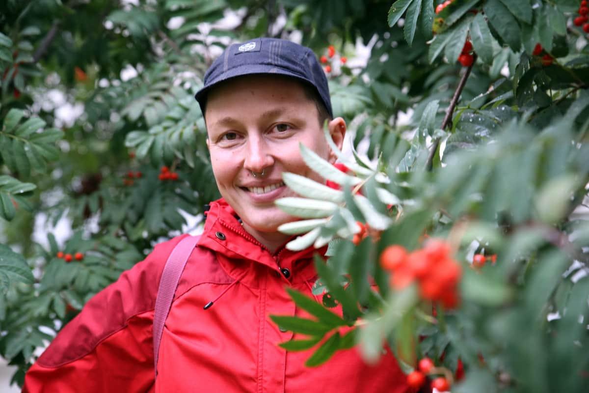 Kaisa Leka on 38-vuotias porvoolainen sarjakuvapiirtäjä, joka on palkittu mm. arvostetulla Puupäähattu-palkinnolla.