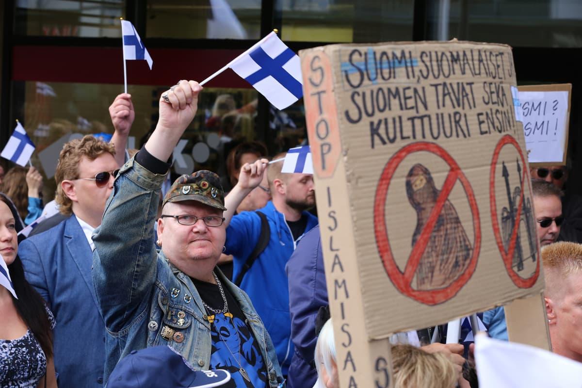Suomi ensin