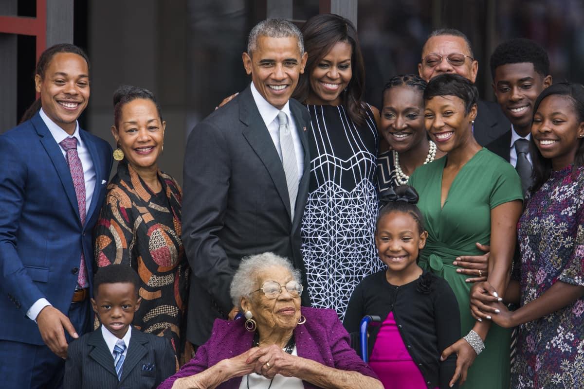 Presidentti Barack Obama afroamerikkalaisten historiaa esittelevän museon avajaisissa syyskuussa 2016.