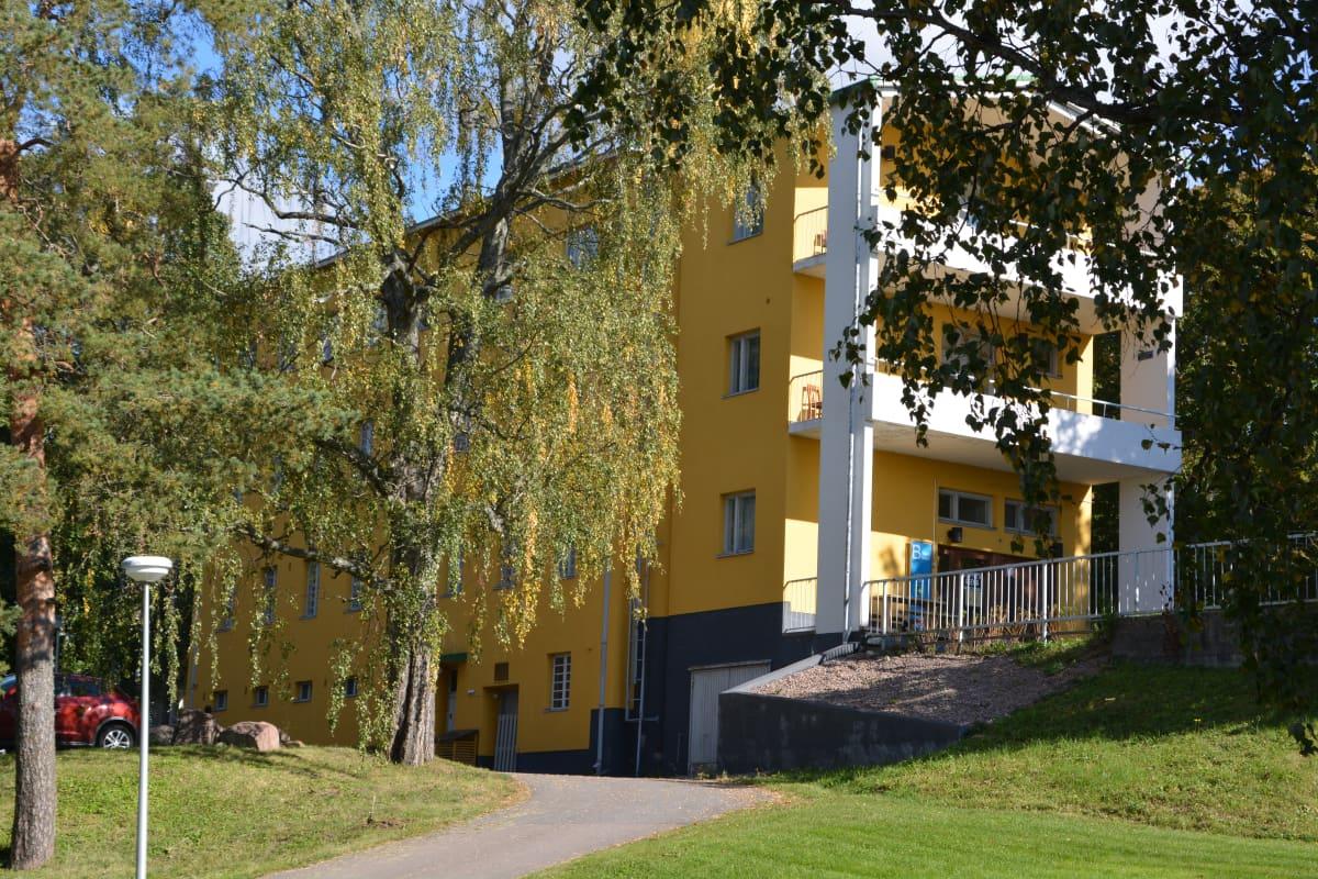 Siivilipalvelukeskuksen rakennus Lapinjärvellä.