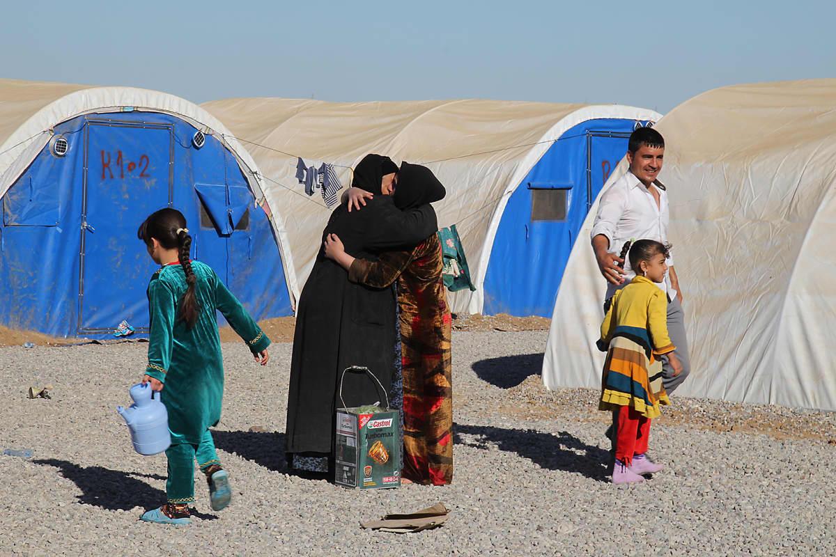 Pakolaisleiriin pääsy on helpotus, mutta monilla on kateissa olevia sukulaisia.