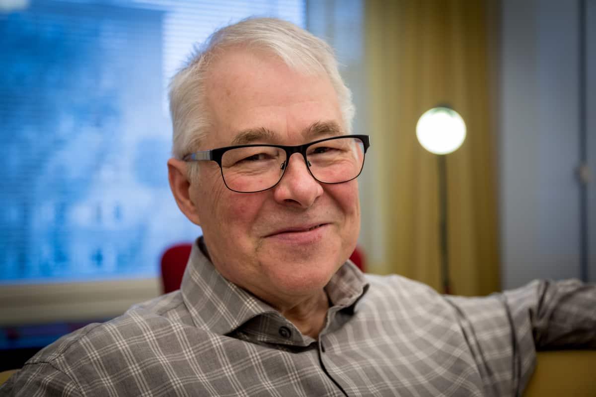 Eläkkeellä oleva säveltäjä (mm. Pikku Kakkosen tunnus) ja Alba Recordsin ex-TJ-tuottaja Timo Ruottinen, kotona Tampereella, 10.01.2017.