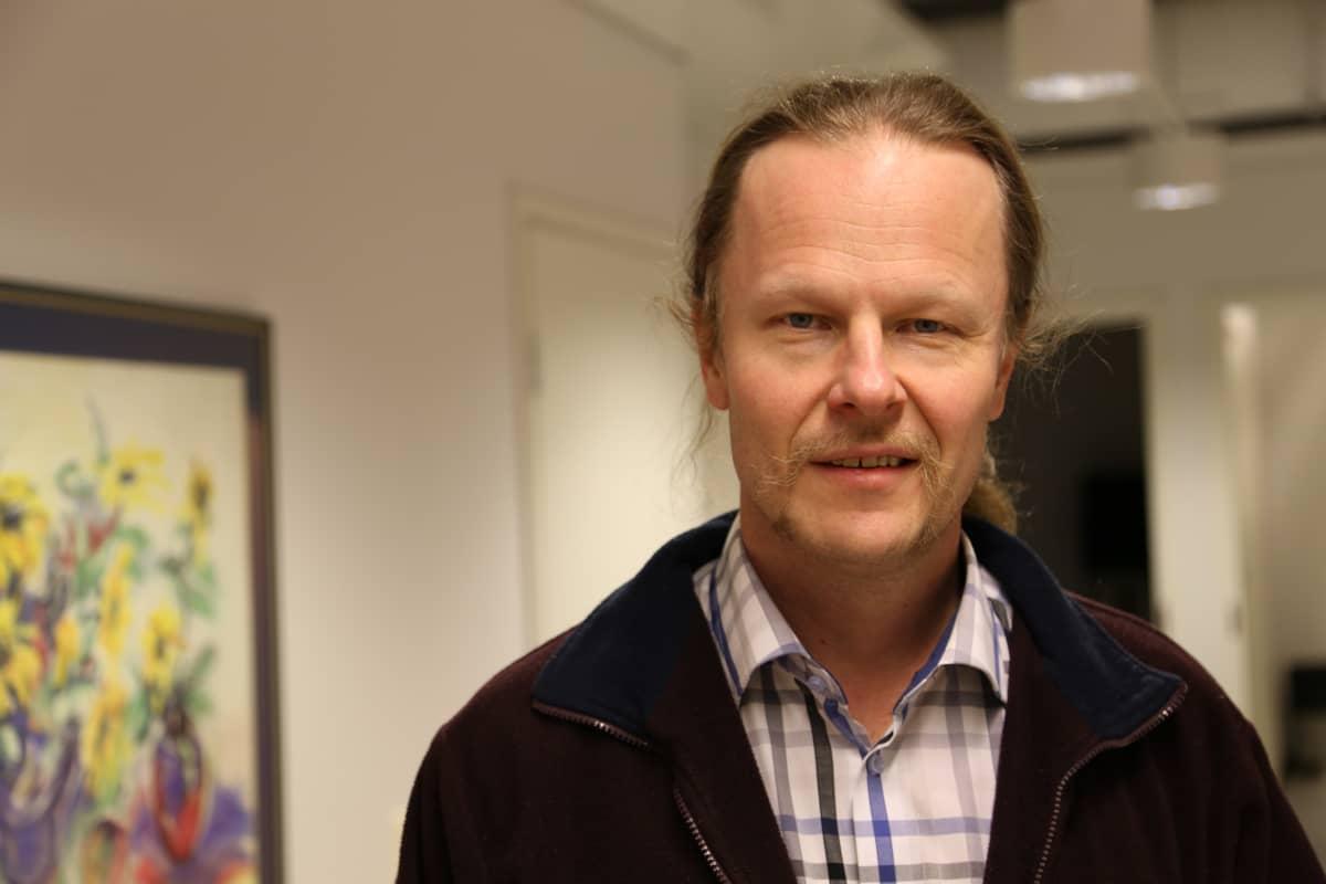 Kansanedustaja Juho Eerola on ehdolla kuntavaaleissa 2017.