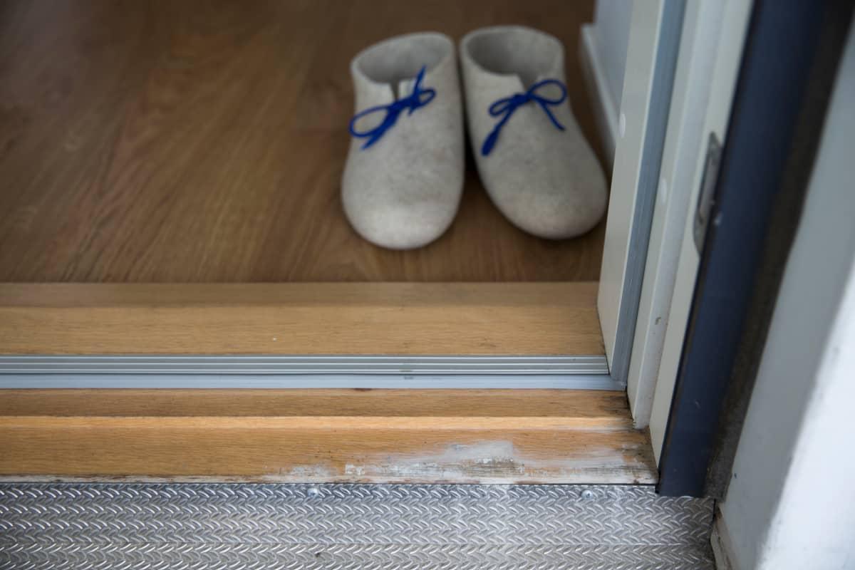 Jätkäsaaressa sijaitsee Hekan omistama pitsitalo, jonka yläkerrosten asunnoissa on havaittu kosteusongelmia.