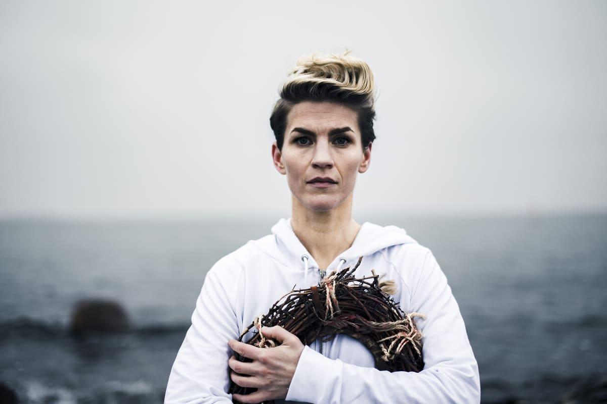 Laulaja-näyttelijä Maria Ylipää nähdään Jeesuksena tämän vuoden Via Cruciksessa.