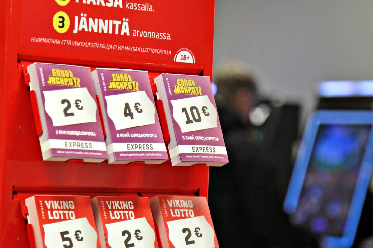 Eurojackpot- ja Viking Lotto -pikapelikuponkeja.