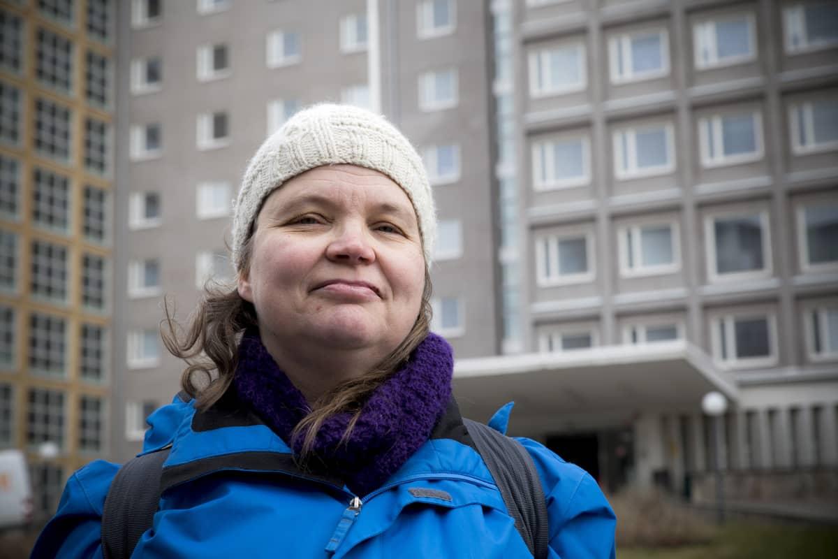 HUSin kätilö Laura Häggblom on oireillut pitkään huonosta sisäilmasta johtuen.
