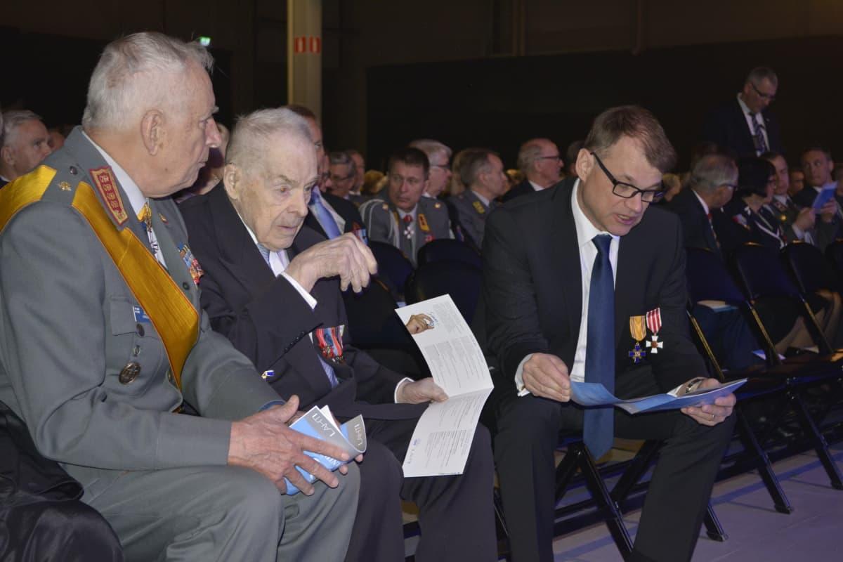 Gustav Hägglund, Tuomas Gerdt sekä Juha Sipilä Kansallisen veteraanipäivän juhlassa Lahdessa.