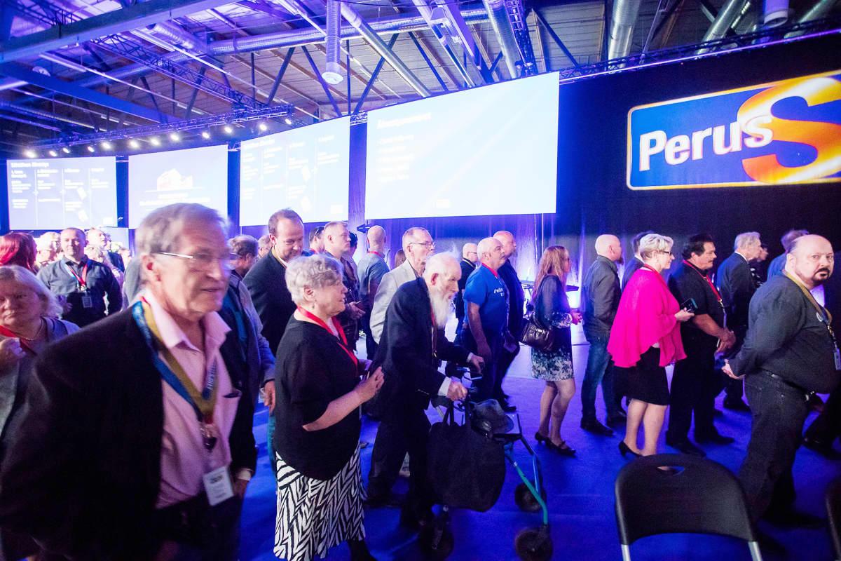 Perussuomalaiset äänestävät puolueelleen uuden puheenjohtajan.